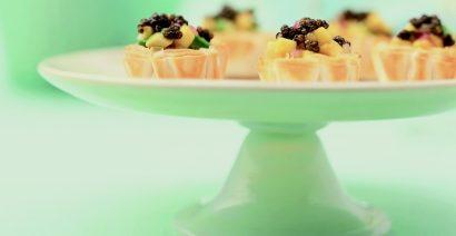 Stuzzichini di pasta sfoglia con frutta esotica